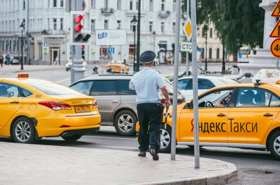 Ужесточают правила таксистам
